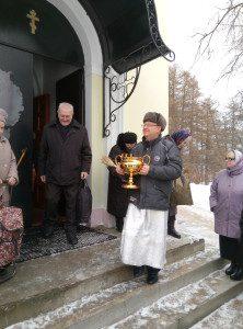 чаша с водой для освящения источника на Крещение