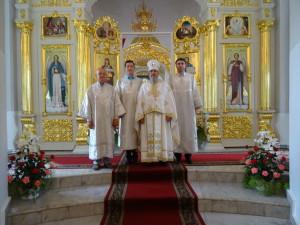 о.Паисий с алтарниками после праздничной Литургии
